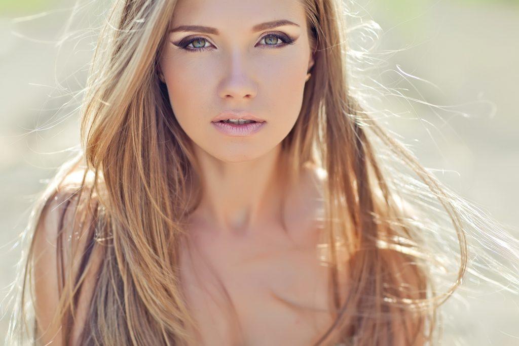 Smuk blond kvinde