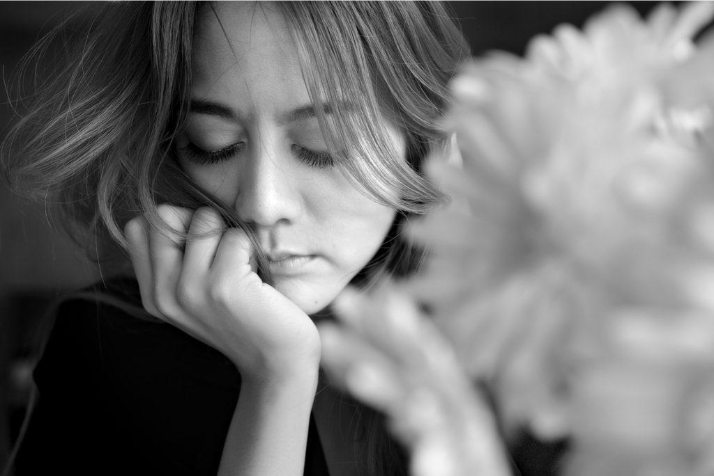Smuk kvinde ensom